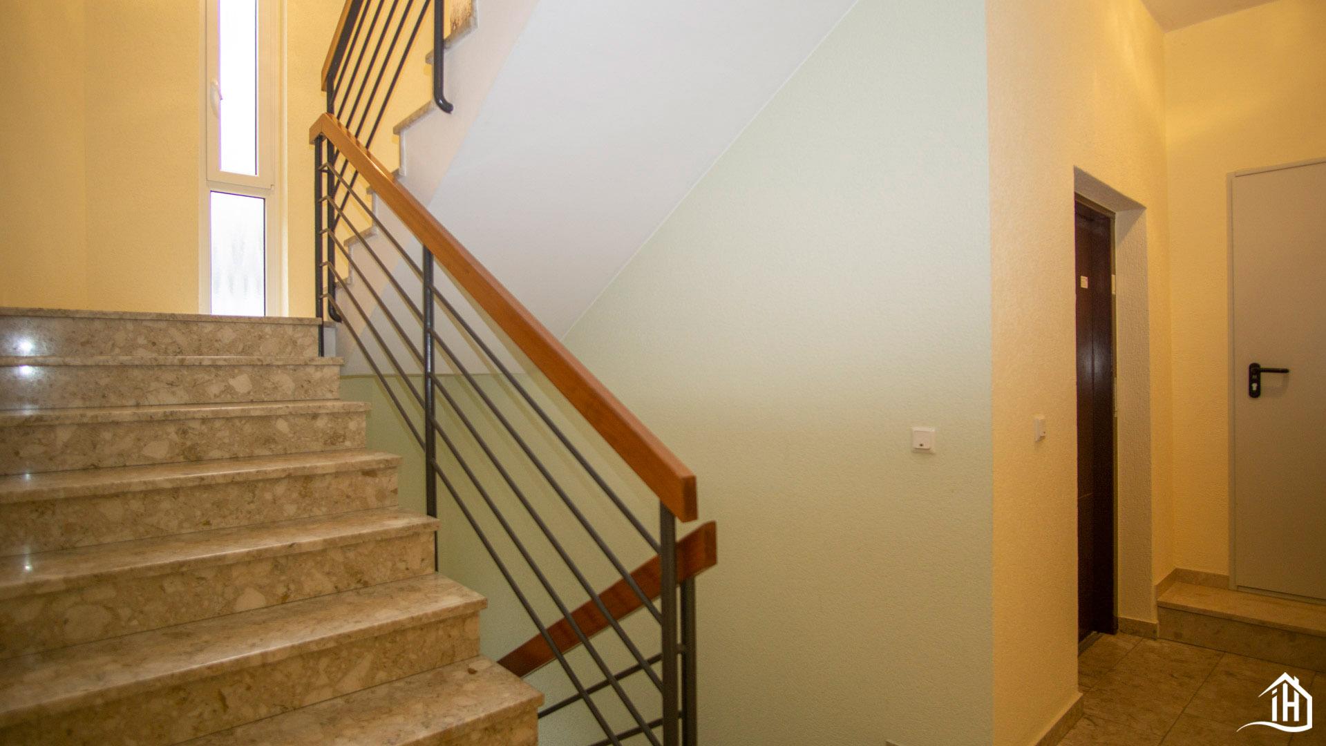Immobilien Hahnefeld 114834532 Treppenhaus Erdgeschoss