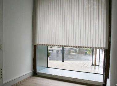 eingang_0073_schaufenster2